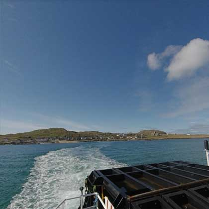 Iona Ferry leaving the island